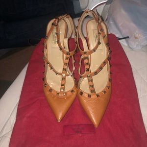 Valentino Rockstud Cognac pebbled leather